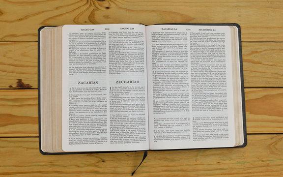 open bilingual bible book on Zechariah, Spanish and english