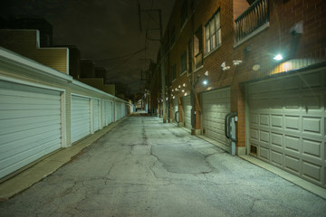 Fotomurales - Dark and eerie urban city alley at night