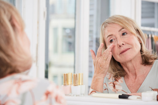 Eye hydration for mature skin