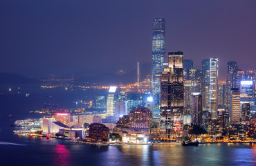Fotomurales - Hong Kong night view of skyline with reflections at victoria harbor