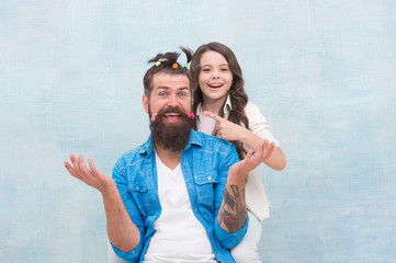 Having fun. happy family day. small girl play with dad. bearded man father having fun with kid. childrens day. love and trust. daughter and father with funny hairdo. hairdresser and barbershop Papier Peint