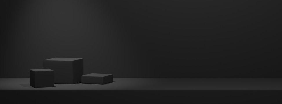 Leere Podeste zur Warenpräsentation auf einfarbigem schwarzen Hintergrund