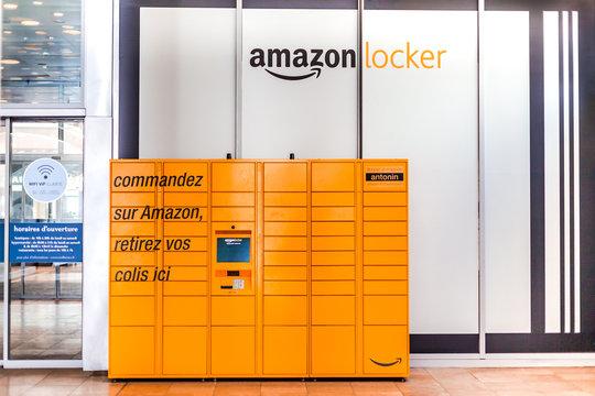 Amazon Locker in shopping mall