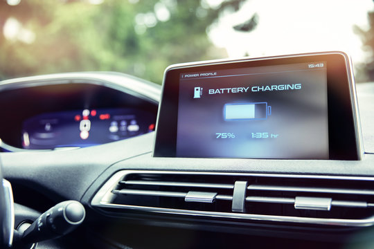 Display informs about battery charge level in the electric car