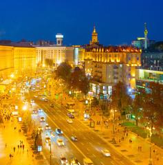 Fototapete - Kyiv Khreshatyk street twilight skyline