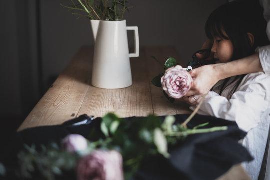 母娘で花を生ける