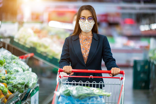 Working women wearing a mask and walking to buy food at the supermarket