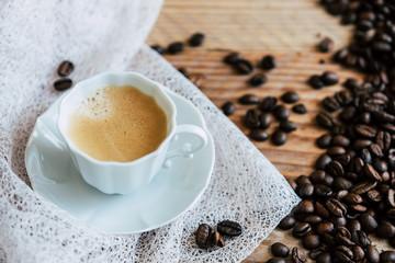 Tuinposter koffiebar Tasse de café expresso en porcelaine blanche et grains de café