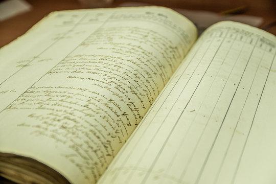 stara księga rękopiśmienna