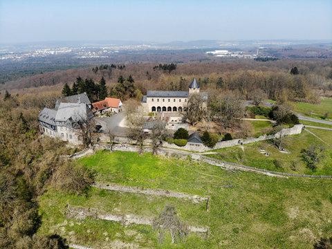 Luftaufnahme vom Kloster Schiffenberg