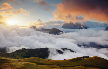 壁紙(ウォールミューラル) - Thick fog covered the ridge in morning. Location place Val di Fassa valley, Dolomites, Italy.