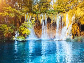 壁紙(ウォールミューラル) - Peaceful view on paradise waterfalls of Plitvice Lakes National Park. Croatian famous resort.