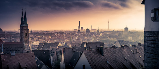 Nürnberg, Panorama, Blick von der Burg, Panorama von der Sebalduskirche bis zum Fernsehturm im Sonnenuntergang Fototapete
