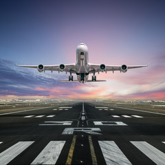 Poster Avion à Moteur Airplane taking off from the airport runway, front view