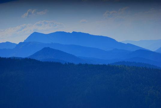 Pejzaż górski o zmroku