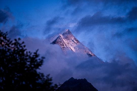 Aiguille du Midi – szczyt w Masywie Mont Blanc, w grupie górskiej Aiquilles de Chamonix.