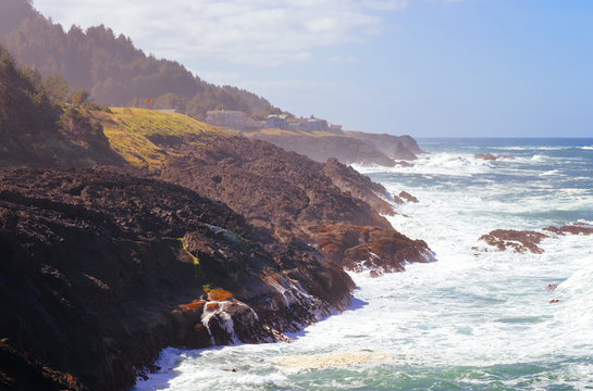 Oregon coast seascape with houses standing on the cliff close to the water