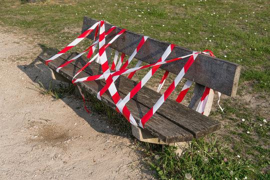 Interdiction de s'asseoir sur les bancs publics pendant la période confinement liée au coronavirus