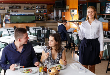 Fotobehang Restaurant Positive waitress with tray