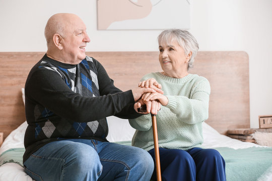 Elderly people suffering from mental disability at home