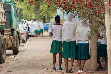 Obraz School Girls praying, Dire Dawa, Ethiopia - fototapety do salonu