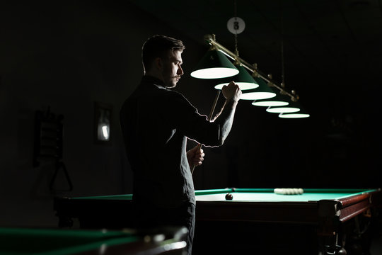 A snooker player is scraping the cue.