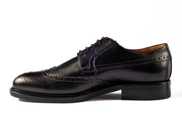 Fotografia di still liife di scarpe classiche su fondo bianco.