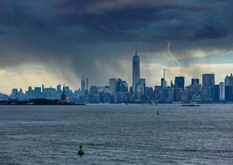 Fototapete - Skyline of New York City on dark and rainy day