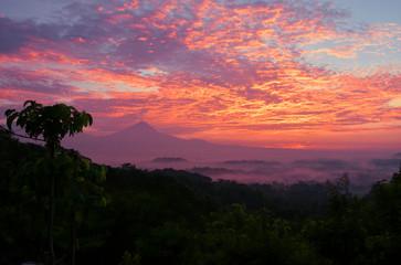 Wschód Słońca na wyspie Jawa - Indonezja