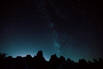 torcal de antequera vía láctea cielo estrellado.