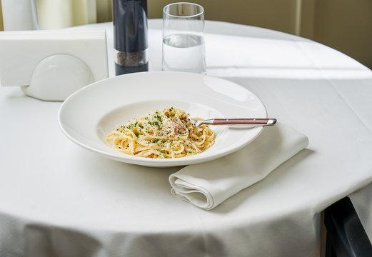 Spaghetti carbonara served in a white plate