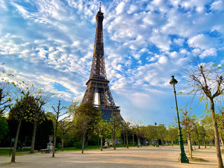 Fototapeten Paris Scenic view of the Eiffel tower with bright blue sky in Paris, France