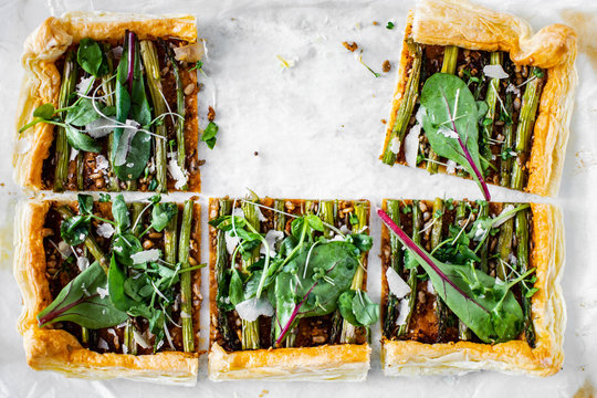 Baked red pesto asparagus tart
