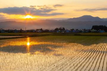 Wall Mural - 安曇野の夜明け、長野県安曇野市にて