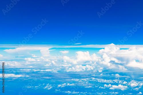 Wall mural 雲の上の空