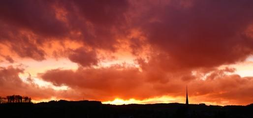 Fototapeten Rot kubanischen Dramatic Sky Over Landscape