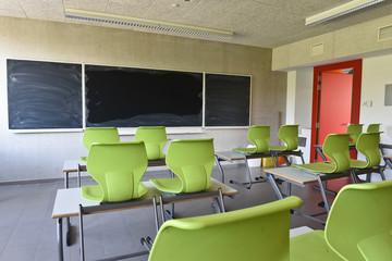 ecole education enseignement confinement rentree reprise vide classe banc chaise tableau covid-19 Fotoväggar