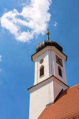 Fototapete - Zwiebelturm der katholischen Friedhofskapelle St. Leonhard in Burgau - Remshart