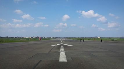 Fotomurales - View Of Airport Runway Against Sky