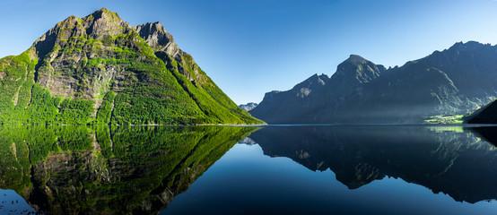 Blick auf den Hjørundfjord in Norwegen, Skandianvien Fotobehang