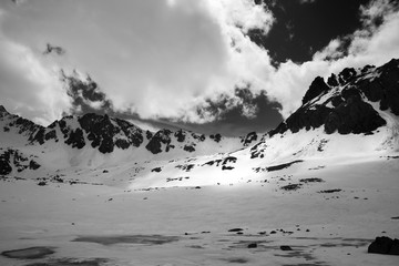 Fototapete - High mountains, snow plateau and cloudy sky
