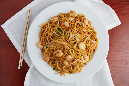 Delicious Chinese shrimp lo mein