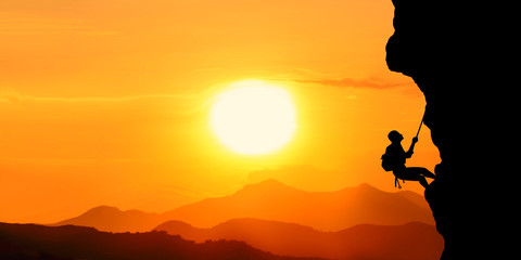 Fototapeten Honig silhouette of a man in the sunset motivation landscape concept.