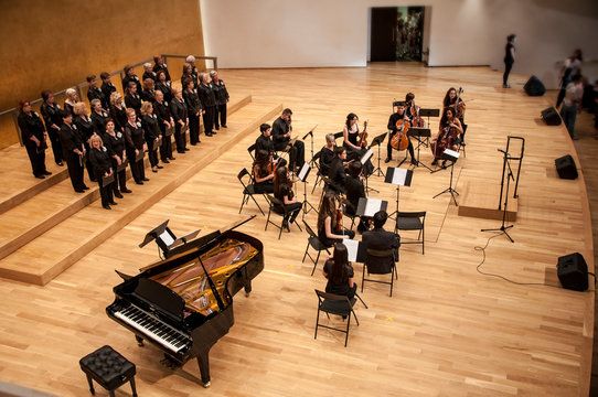 Concert of voice and orchestra
