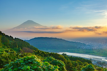 Wall Mural - 富士山と日の出、静岡県富士市岩淵にて