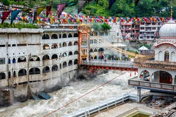 Fotomurales - Sikh Gurdwara, bridge over Parvati river and hot springs in Manikaran Sikh sacred site in Himalayas. Himachal Pradesh, India