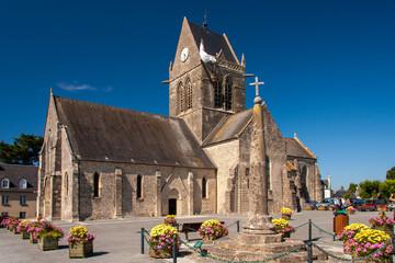 Kirche von Saint Mére Eglise in der Normandie in Frankreich Fototapete