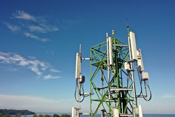 4G and 5G telecommunications tower
