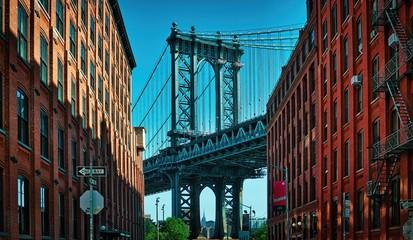 Keuken foto achterwand Smal steegje Manhattan Bridge seen from a narrow alley enclosed by two brick buildings on a sunny day in Washington street in Dumbo, Brooklyn, NYC