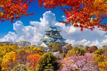 Fototapete - Autumn seasons and castle in Osaka, Japan.